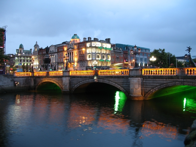 Dublin-OConnell-Street-bridge-at-night